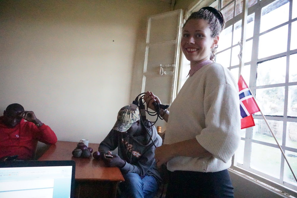 Sometimes Red Cross volunteers come to hang out. Elfi enjoys the company of Moses and Naphtalie who both sit in the Branch Youth Committee.