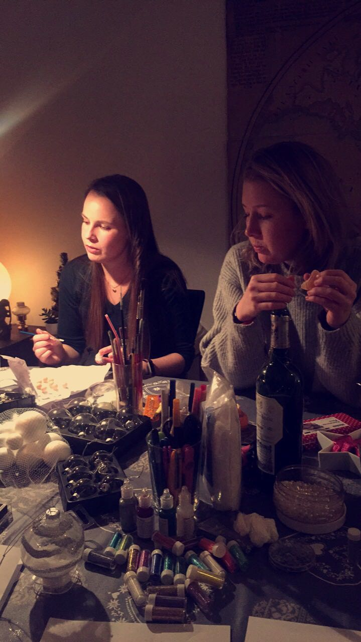 Making Christmas tree ornaments with friends Anne and Sara. Photo: Ingrid Legrand Gjerdset.
