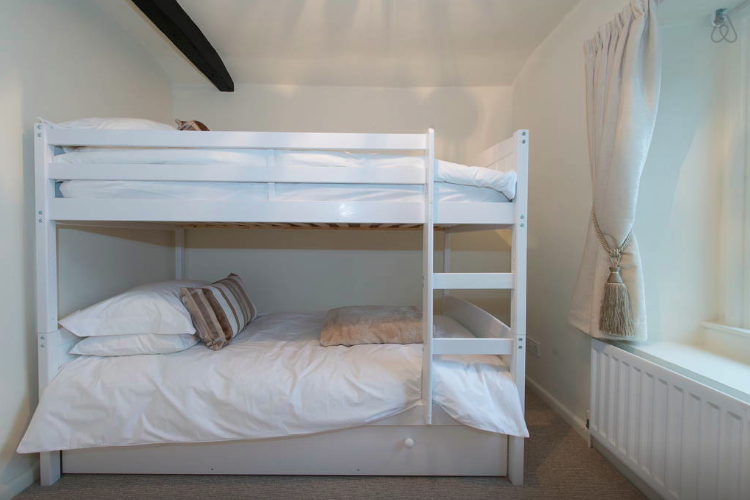 white hart cottage, bedroom 2.png