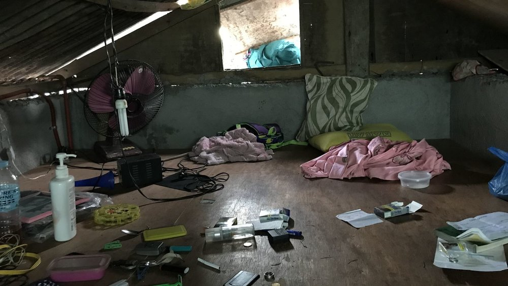 I dette huset førte politiaksjonen torsdag til pågripelse av en produsent av overgrepsmateriale. Fem barn ble reddet under aksjonen.  FOTO: Politiet  Mars 2018    Les saken