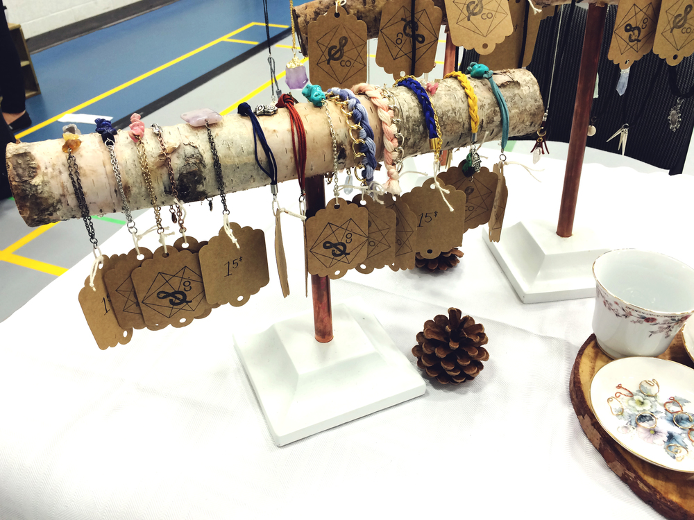 wood-bracelet-display