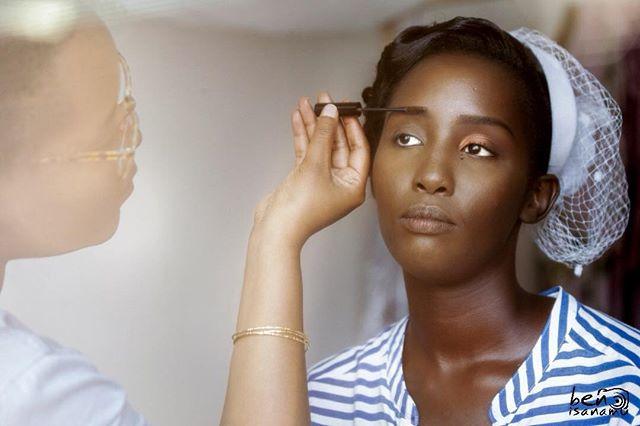 The vintage-y look of this shot though! 💯 • 📸 by @evarudobenyamino • makeup by @glambymi  #BurundianBrides #Abarundikazi #AbarundikaziNiBeza #BridalMakeup