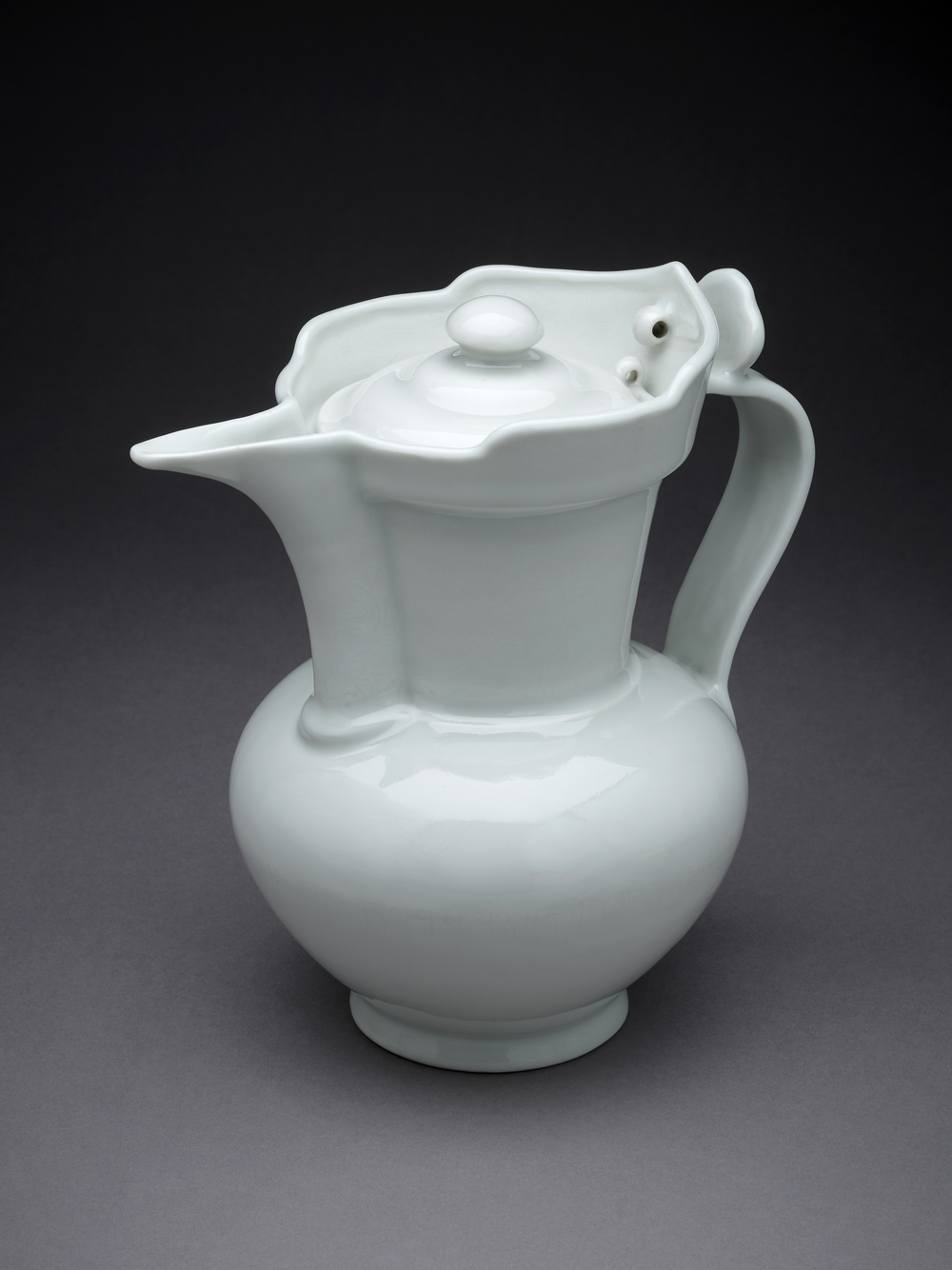Monk's cap ewer, Yongle Dynasty, 1403-25 © The Trustees of the British Museum
