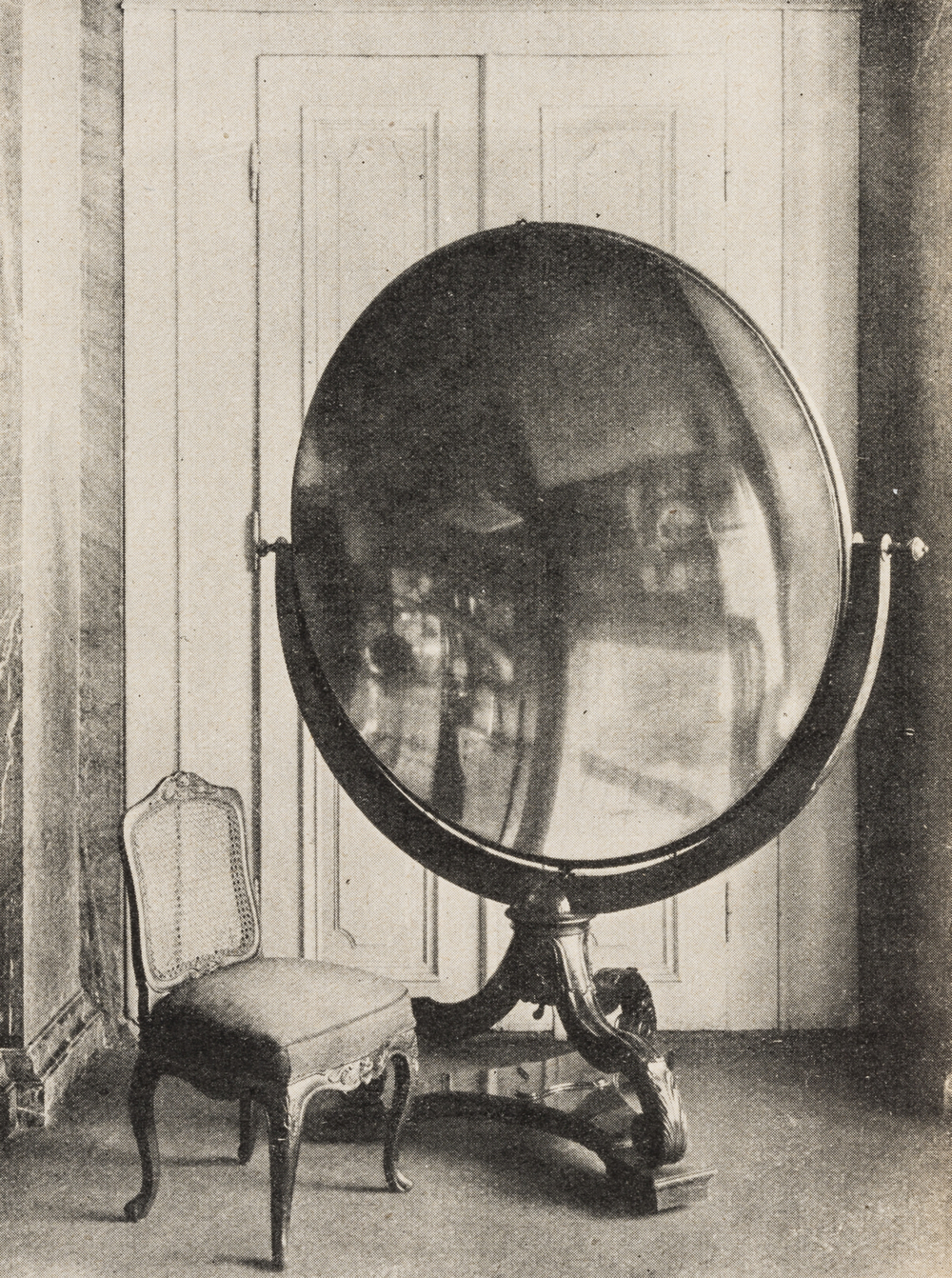 Tschirnhaus' burning lens, made in 1686, photograph from 1926  ©  Der Goldmacher, Joh. Fr. Böttger , Eugen Kalkschmidt, Died & Co, Stuttgart, 1926, p.20