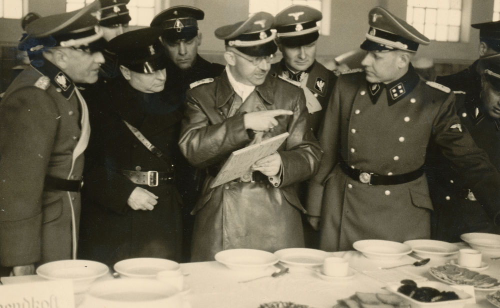 Himmler inspecting Allach porcelain, Dachau, 20 January 1941 © Image Bank WW2 – NIOD