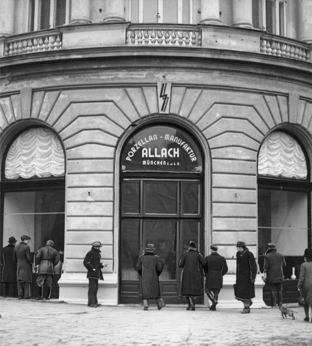 Allach porcelain shop, Warsaw, 1941  ©Archiwum Cyfrowe Warsaw