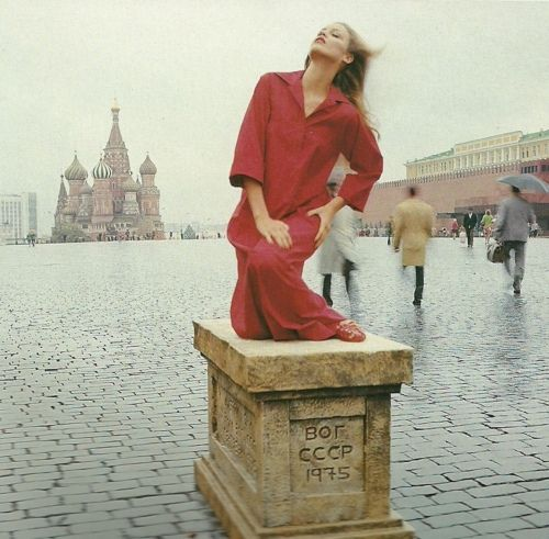 Jerry Hall in Moscow by Norman Parkinson for Vogue, 1976