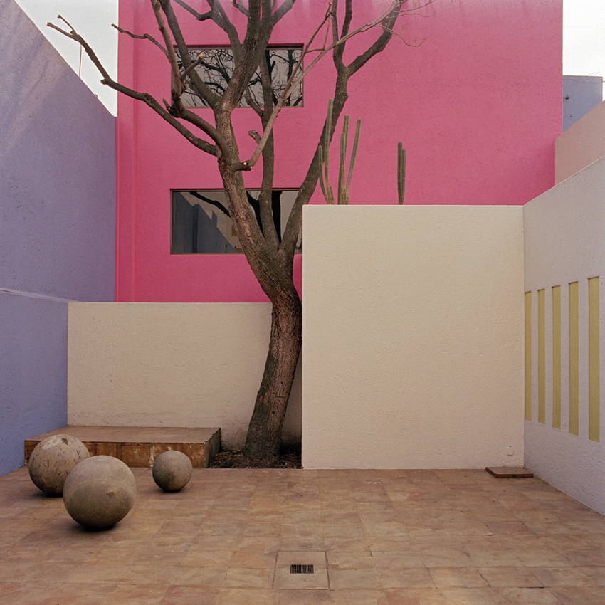 iiiinspired-_-behance.net-_-Luis-Barragan-achitecture-shot-by-Kim-Zwarts-1988-90-copyrightos-_-1.jpg