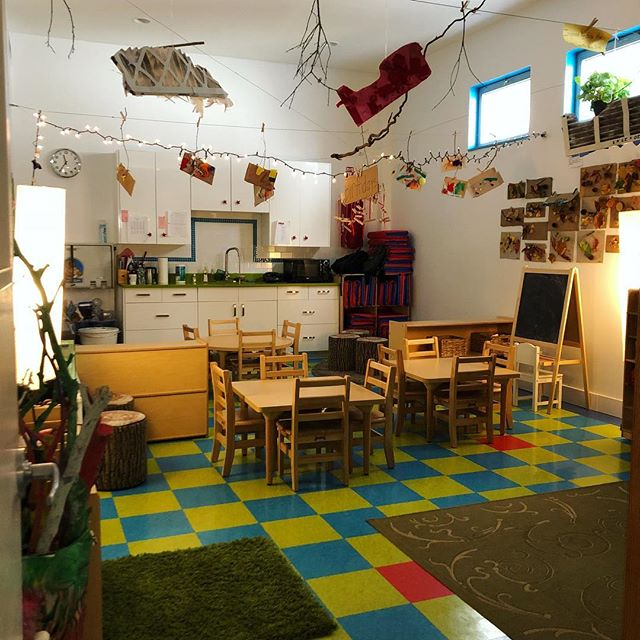 #reggioemilia inspired classroom. Reserve your space for the 2019-2020 school year. #play #inspire #preschool #nature #classroom #recycle #creativeplay #imagination #prospectkidsacademy #artist