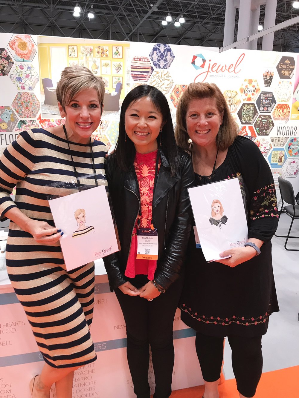 Licensing Artist Rongrong DeVoe live sketching at Jewel Branding booth at Surtex 2017