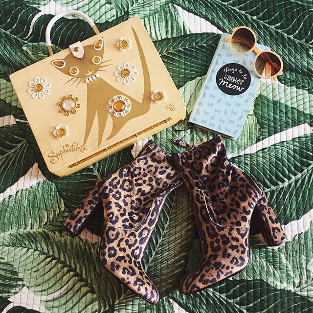 😻 . . . .  #weareflowerheads #aotd #catfashion #newboots #leopardlove #retro #boxpurse #fashionblogger #columbusbloggers #palmprint #velvetboots #cbuschic #capstylemag