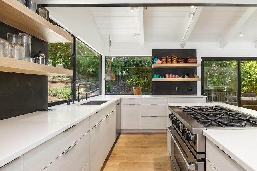 03-406-Hilldale-Way-kitchen-web.jpg