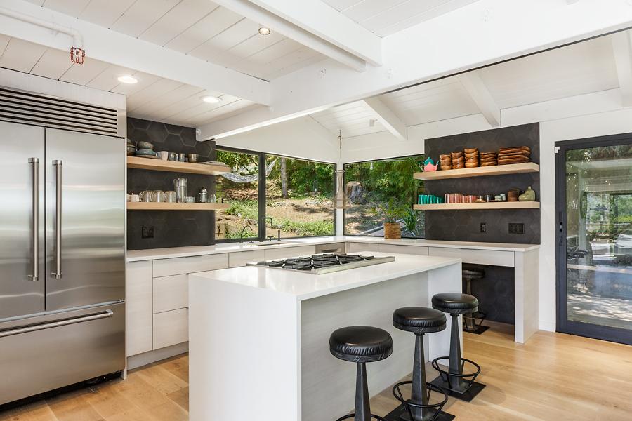02-406-Hilldale-Way-kitchen-web.jpg