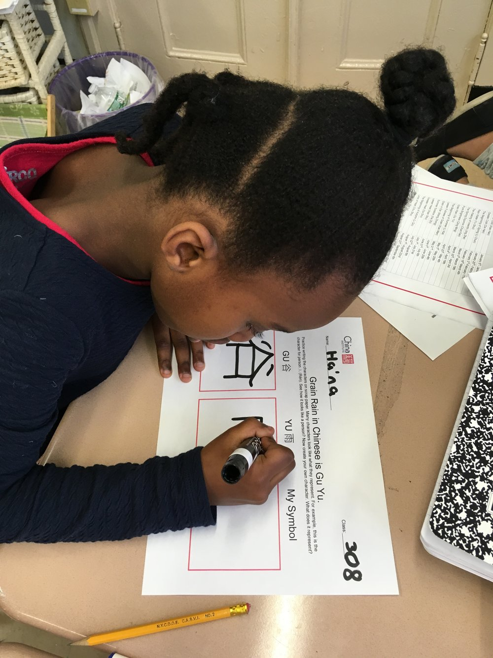 Ha'na works on a mini-project during a workshop on Chinese Folk Traditions know as 24 Solar Terms. Voices Advance developed a series of pop up classes for The China Institute that can implemented in schools throughout the city.