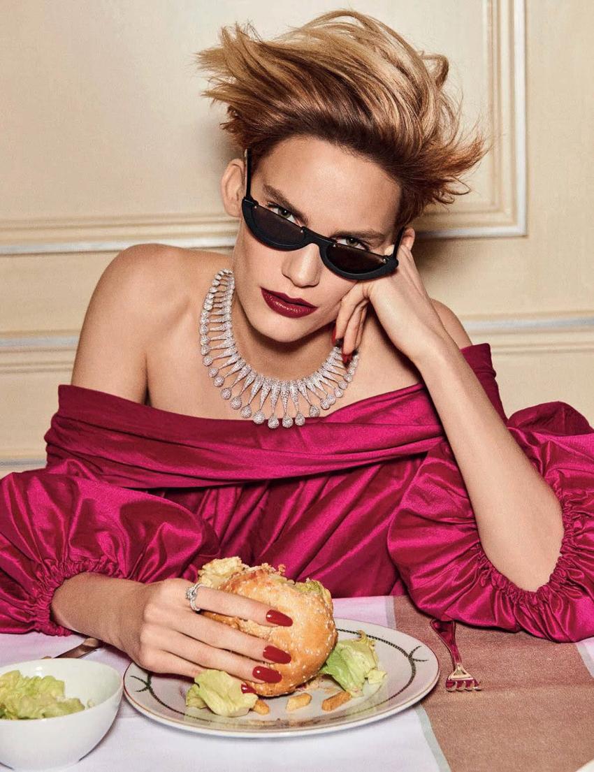Vogue-Germany-December-2016-Lena-Hardt-by-Giampaolo-Sgura-5.jpg