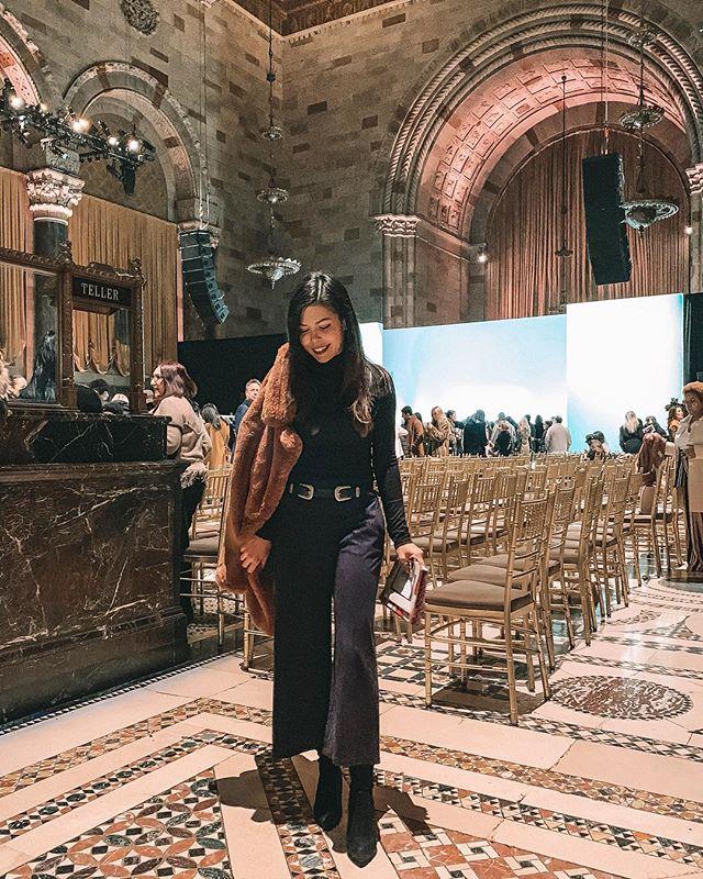 We interrupt our regularly scheduled travel programming to bring you back to NYC, freezing temperatures, and #fashun 💁🏻♀️ »»»⠀⠀⠀⠀⠀⠀⠀⠀⠀⠀⠀⠀⠀⠀ #avecnoirxNYC⠀⠀⠀⠀⠀⠀⠀⠀⠀⠀⠀ »»»⠀⠀⠀⠀⠀⠀⠀⠀⠀⠀⠀ »»⠀⠀⠀⠀⠀⠀⠀⠀⠀⠀⠀ »⠀⠀⠀⠀⠀⠀⠀⠀⠀⠀⠀ #sheisnotlost #girlsthatwander #ladiesgoneglobal #exploremore #ilovetravel #travelbloggers #girlsvsglobe #shetravels #instatravel #instapassport #solotravel #travelgoals #travelwomen #travelwithme #wearetravelgirls #picoftheday #wanderlust #travelandleisure #travelfemme #thetravelwomen #followingthegirls #globelletravels #speechlessplaces #beautifulmatters #traveltagged #beautifuldestinations #travelgoals #nyfw2019
