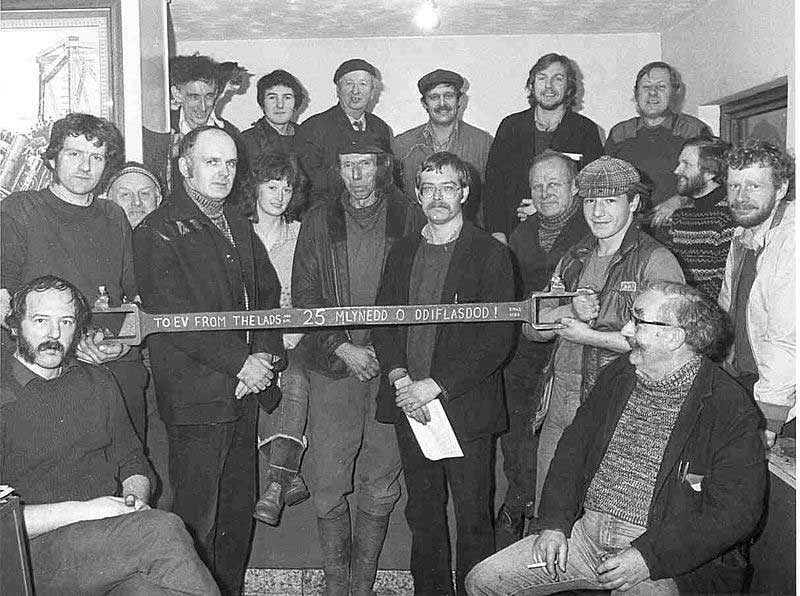 This 1984 photograph of the Boston Lodge Workshop shows a 30 year-old Girdlestone (center with paper in hand) as well a 19 year-old McMahon (second from right in the back row). Photo: collection of S.T. McMahon