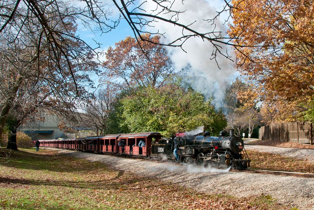 No. 1924 hauls the test train up the steepest grade on the Zoo railroad burning 100% torrefied biomass.