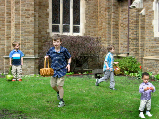4.51 Easter kids on lawn.JPG