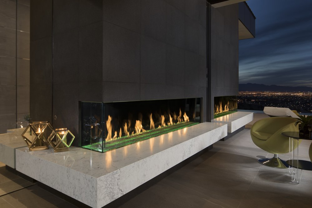 The fireplace extended outside along with many of the countertops and bars. Photo: Jeffrey A. Davis Photography