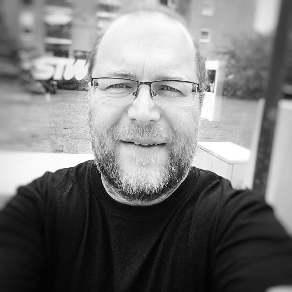 Michael TavernaroSocial Media Manager - Social Media bzw. soziale Netzwerke werden immer wichtiger. Ich habe mich schon seit längerem für diese neue Art des Kommunizierens interessiert und bin staatlich zertifizierter Social Media Manager aus Klagenfurt, Kärnten - ich kann Ihnen helfen Ihr Anliegen im Social Web in den sozialen Medien richtig zu platzieren
