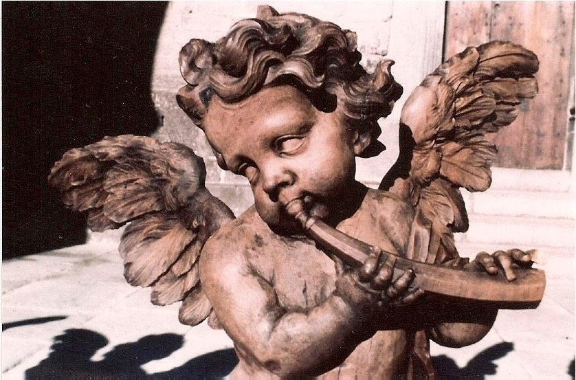Angel cornettist at Le Puy. Contributed by William Dongois.