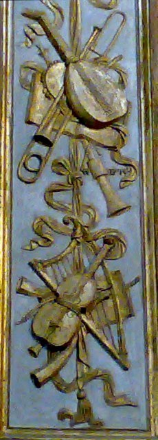 Bas-relief on a column in the Duomo of Cremona. Contributed by Josué Melendez.