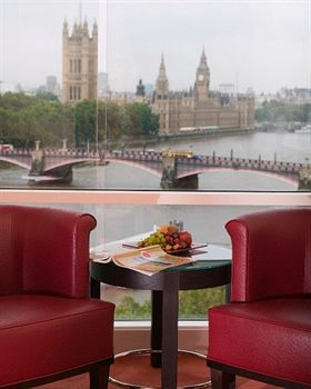 park_plaza_riverbank_london_exterior_london_unitedkingdom.jpg