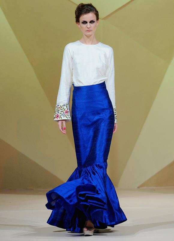 Mermaid skirt + white sleeves- Maral.jpg