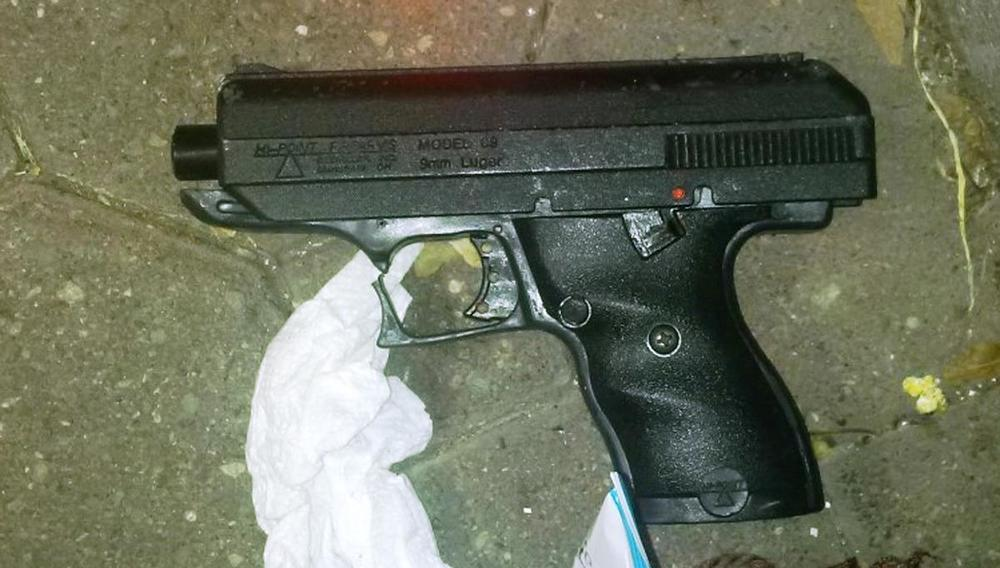 Gun recovered at scene;  Photo: nydailynews.com