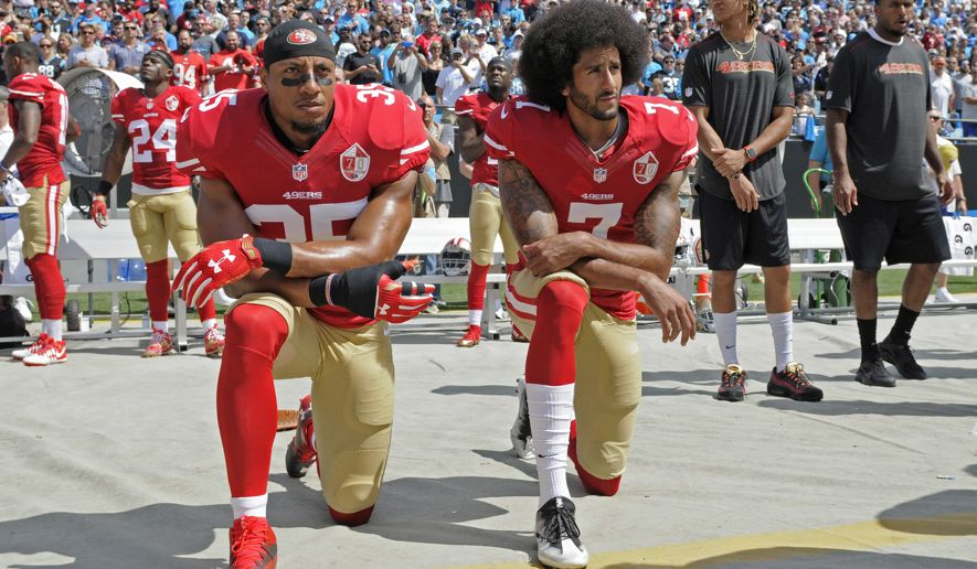 Colin Kaepernick (right);  Photo: Mike McCarn