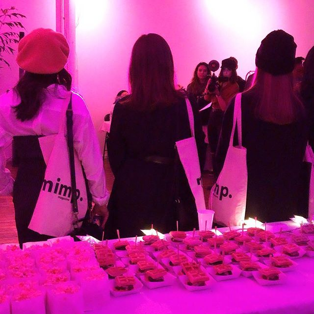 ✨💖 #tbt to about a week ago 〰️〰️〰️ a cute #BTS shot of the @mimpmag release party for issue 004, where our snacks made a lil sneak peak 🥰 fun fact: BP catered mimp's first launch party and we've been great pals ever since 💖✨ #burgerpawty #mimpmag