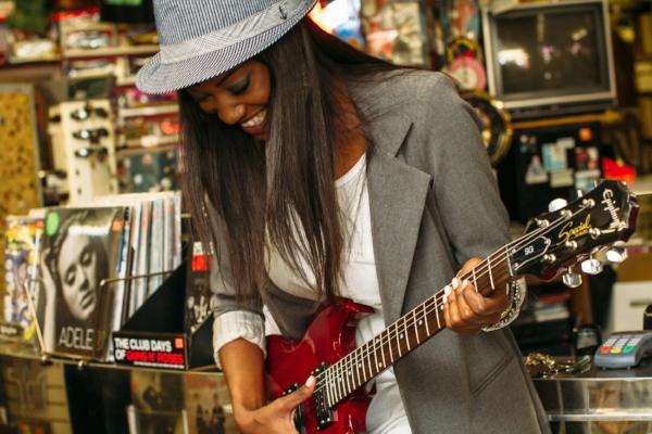 Guitar_Woman.jpg