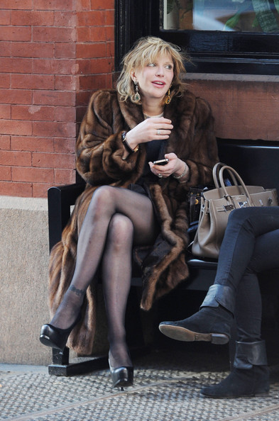 Courtney+Love+Courtney+Love+Catches+Cab+NYC+0yR8fAmNZ27l.jpg