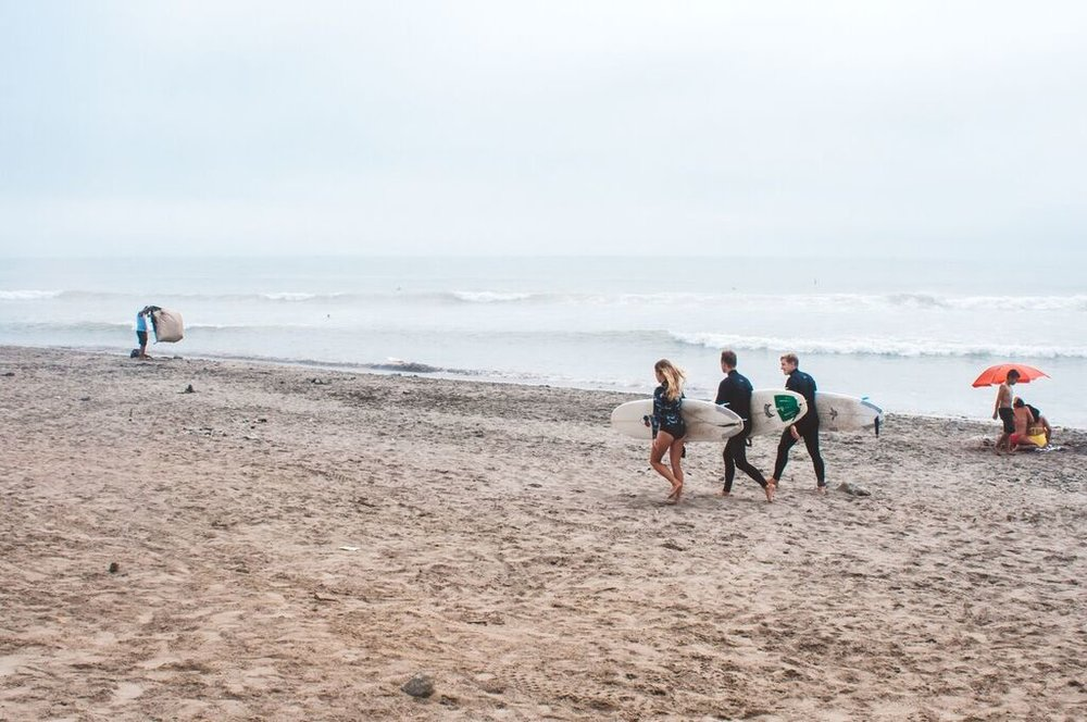 Unleash Surf attendees exploring the surf  —  Source: Catherine Bernier (   @cath.be   )