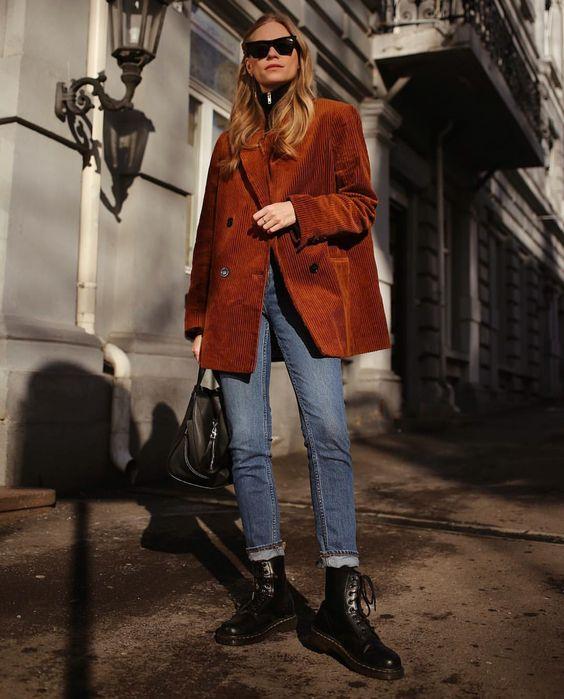strutting my style_shoes 2019_gabriela peegrina_dr martens_style.jpg