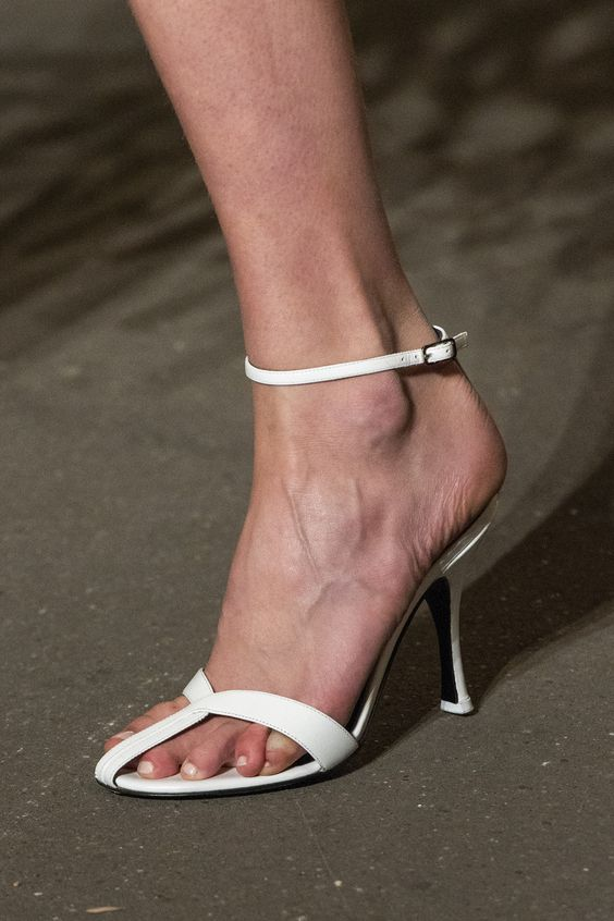 gabriela peregrina_strutting my style_shoes 2019_flossy.jpg