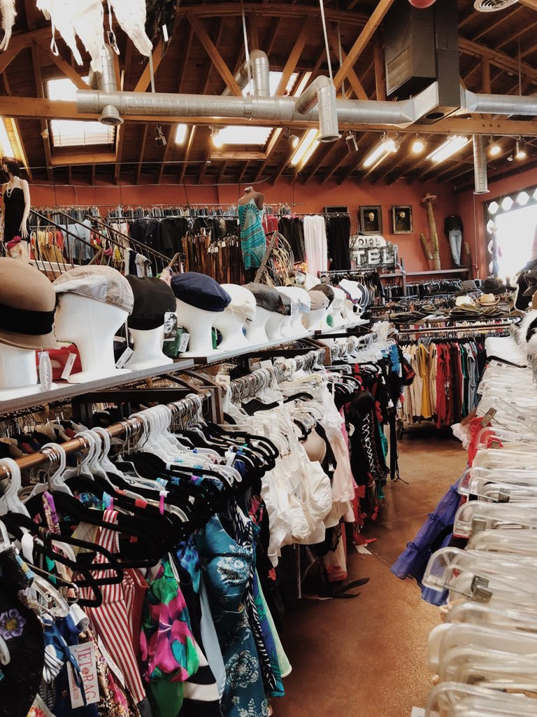 how-to-shop-for-vintage-online_gabriela-peregrina