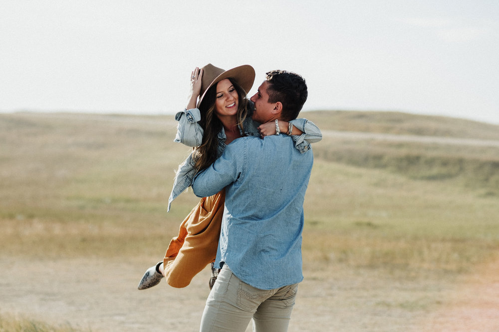 CouplePhotography_Peyton+JohnMarc_Badlands,SouthDakota-3.jpg