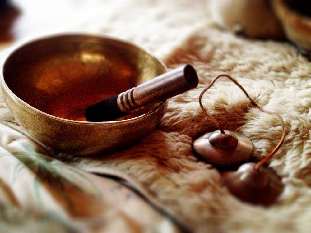 シンギングボウルの音いろが体、心、魂を癒します