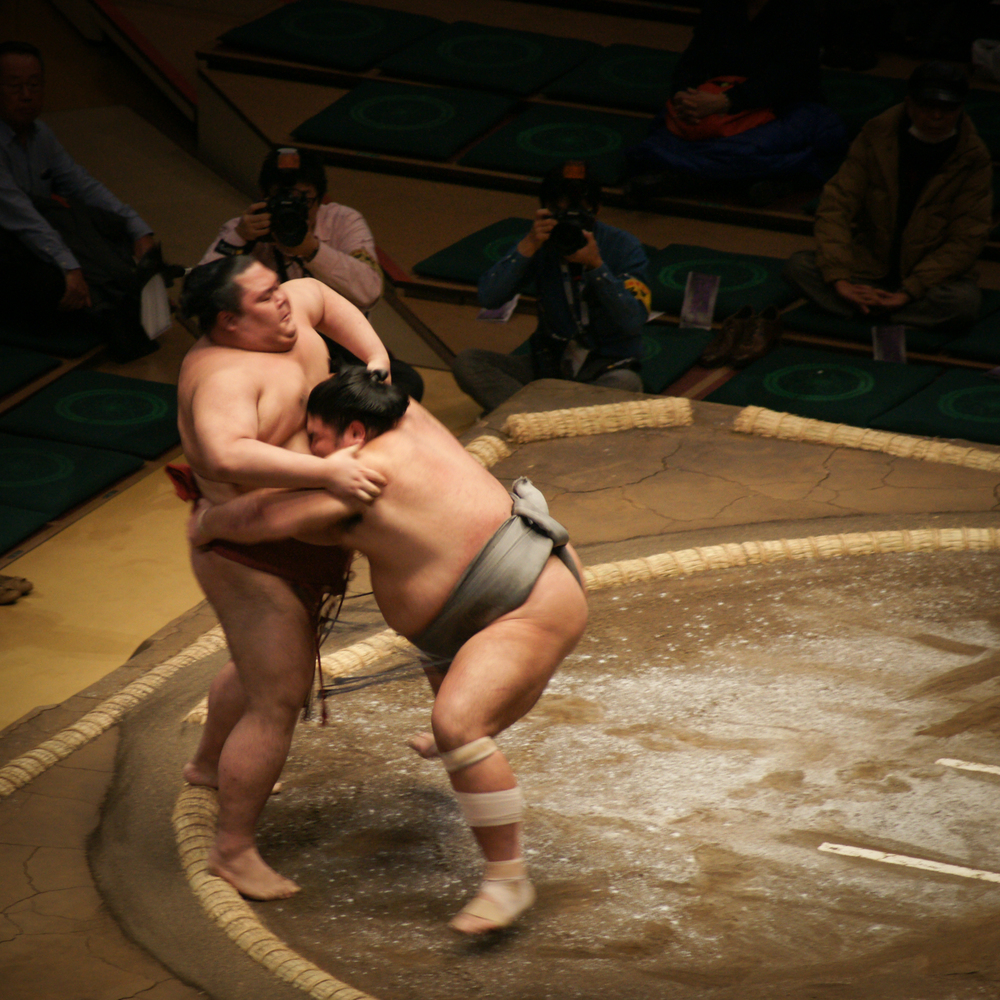 using the opponent's mawashi