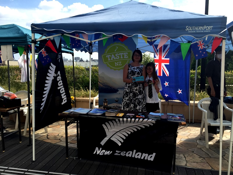Ikumi and Sheena Hirayama talked to hundreds about Lower Hutt and New Zealand.