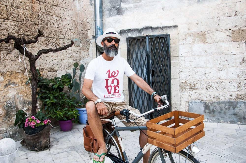 Modello di t-shirt We Love Manduria, Uomo.