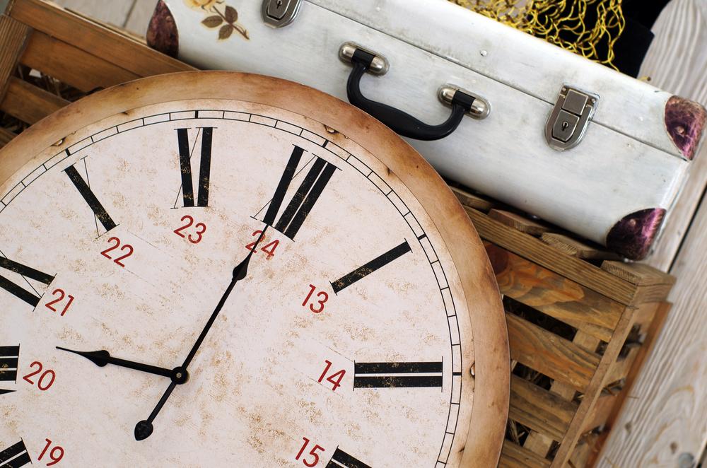 Purch ClockSuitcase OM shutterstock_137873792.jpg