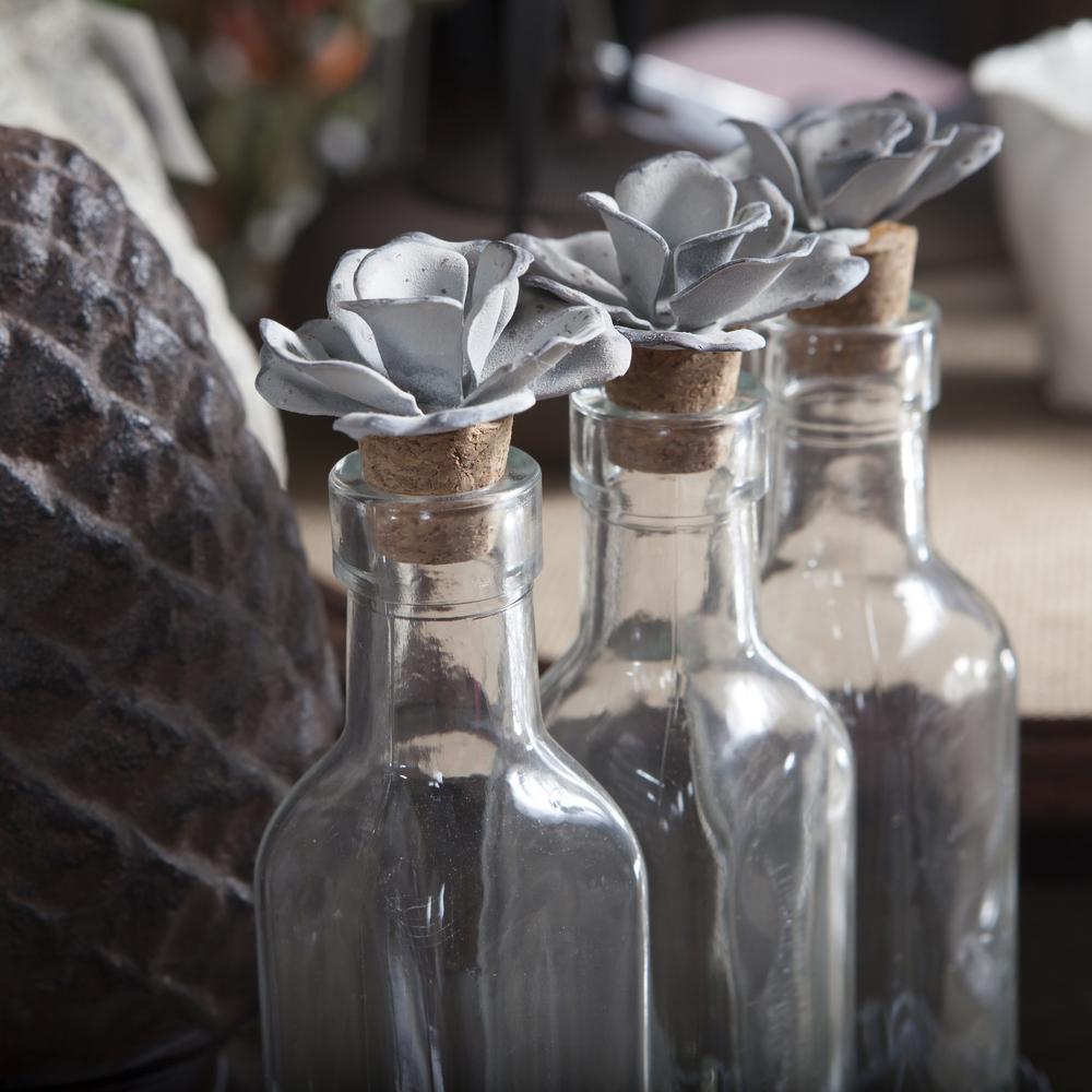 Purchased bottles topper OM 2016 shutterstock_125992667.jpg