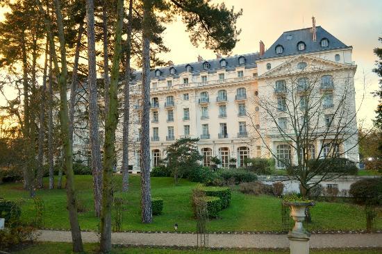 trianon-palace-versailles.jpg