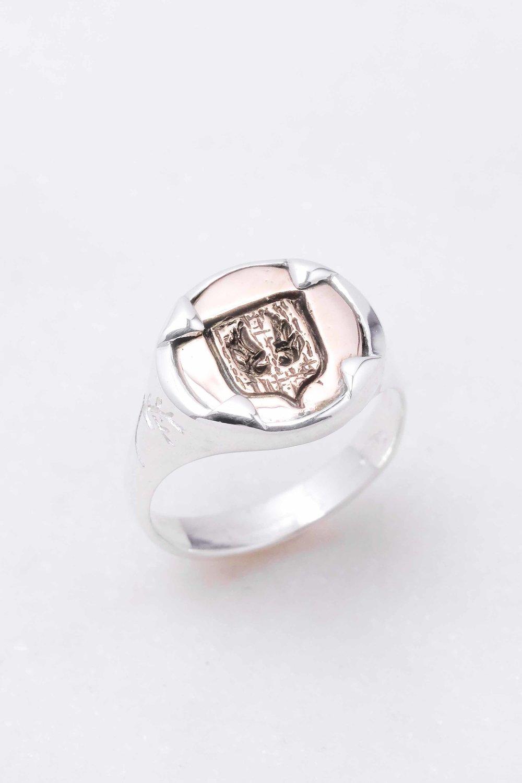 men-women-custom-signet-ring-silver-bronze-1.jpg