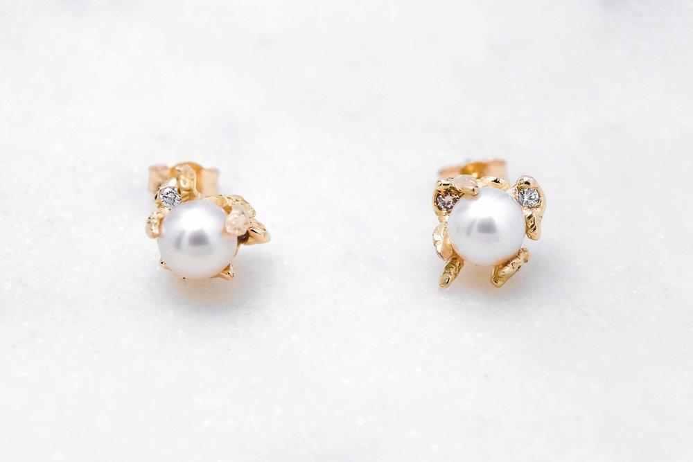 custom-earrings-gold-pearl-the-black-alchemy-1.jpg