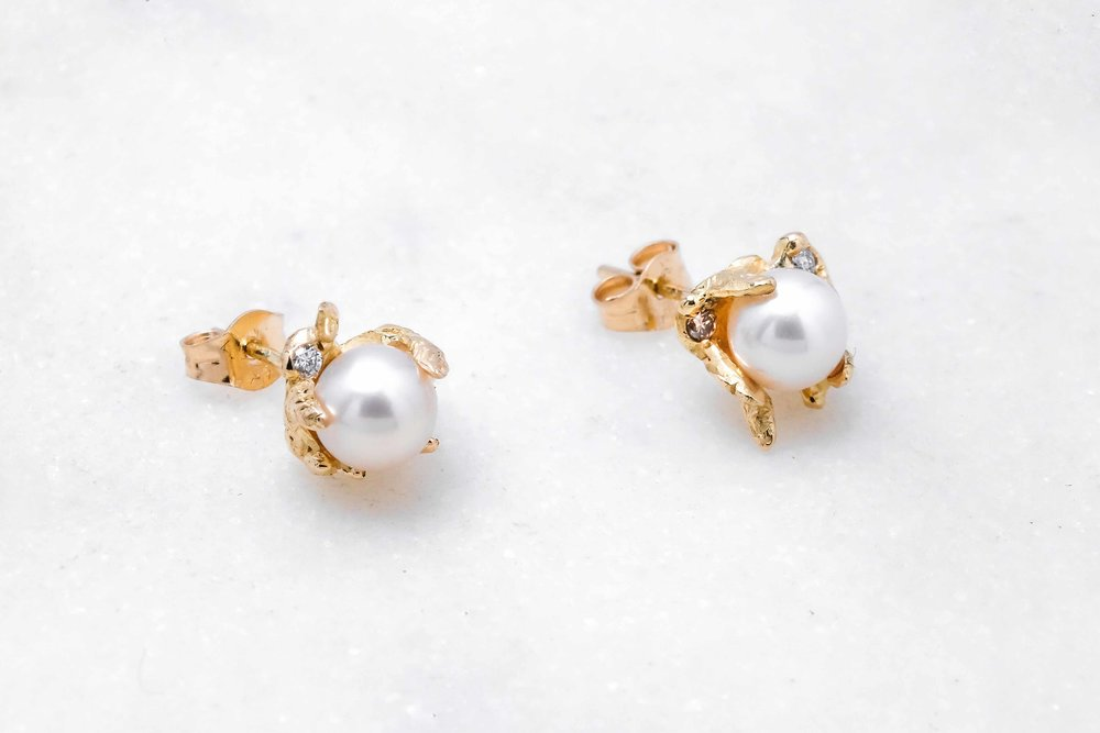 custom-earrings-gold-pearl-the-black-alchemy-2.jpg