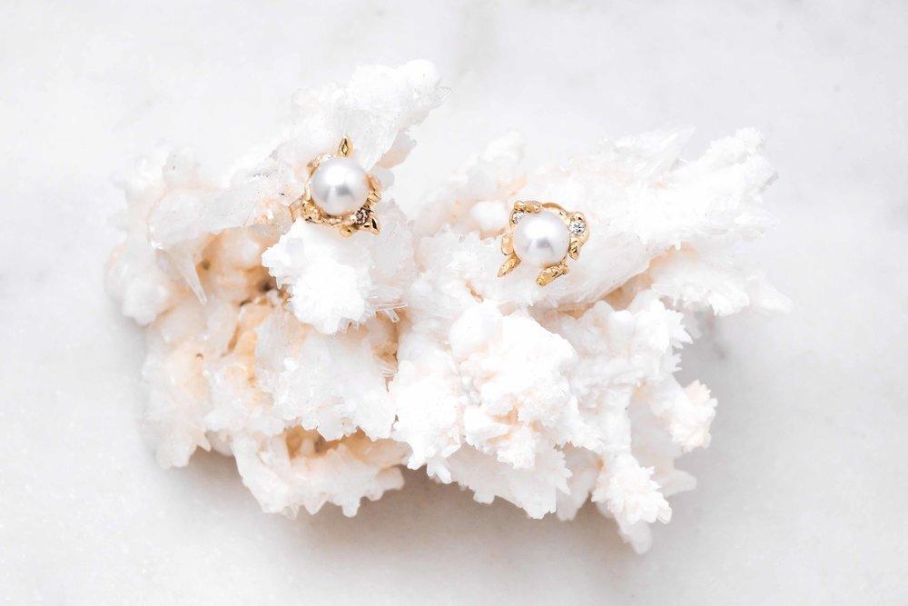 custom-earrings-gold-pearl-the-black-alchemy-6.jpg